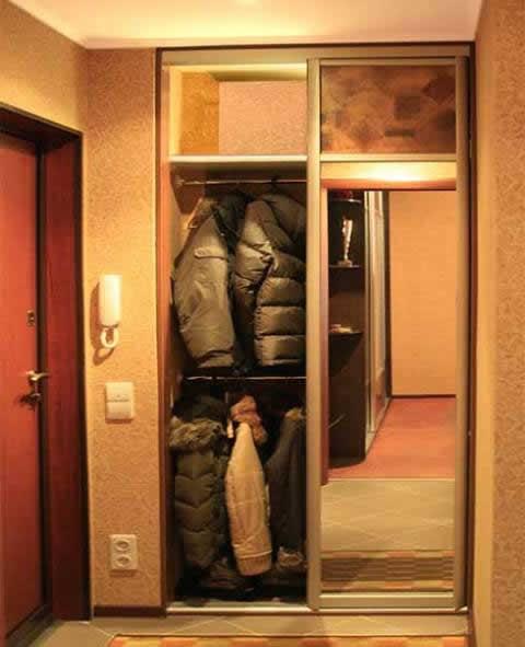 Дизайн встроенного шкафа в прихожей 165